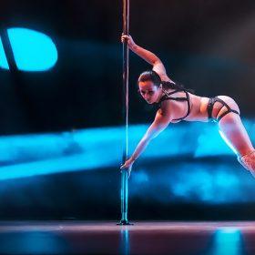Sandra aria arte on stage